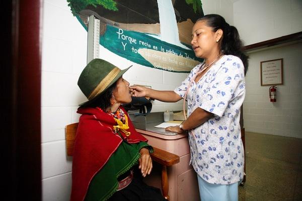 hvo0073h-nurse with quichua woman
